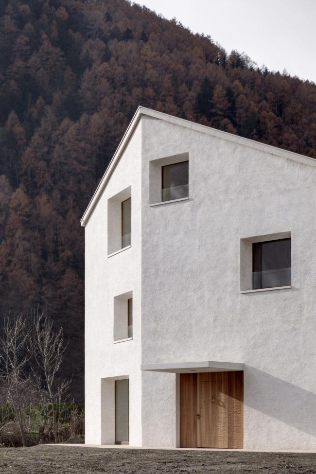 Использование систем внешнего ограждения «Реалит» RPE 35. Частный дом в Молини-ди-Турес, Италия. Авторы проекта: Pedevilla Architects. Фотография © Gustav Willeit