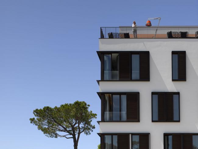 Фасад отеля Principe (5 stars) с системой внешнего ограждения «Реалит» RPE 35, Форте-дей-Марми, Италия. Müller architecture