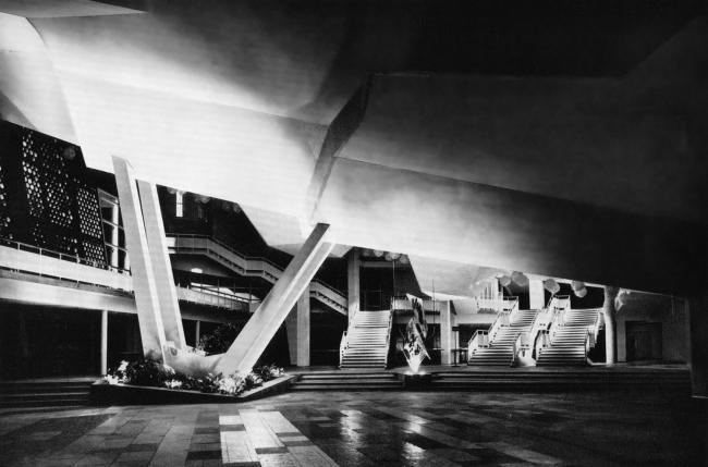 Фойе Филармонии в Берлине. Историческое фото