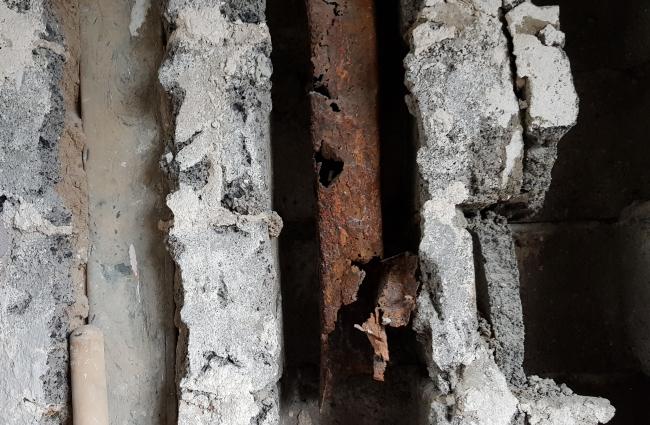 Блоки Прохорова с остатками разрушенных коммуникаций внутри. Предоставлено Гинзбург Архитектс