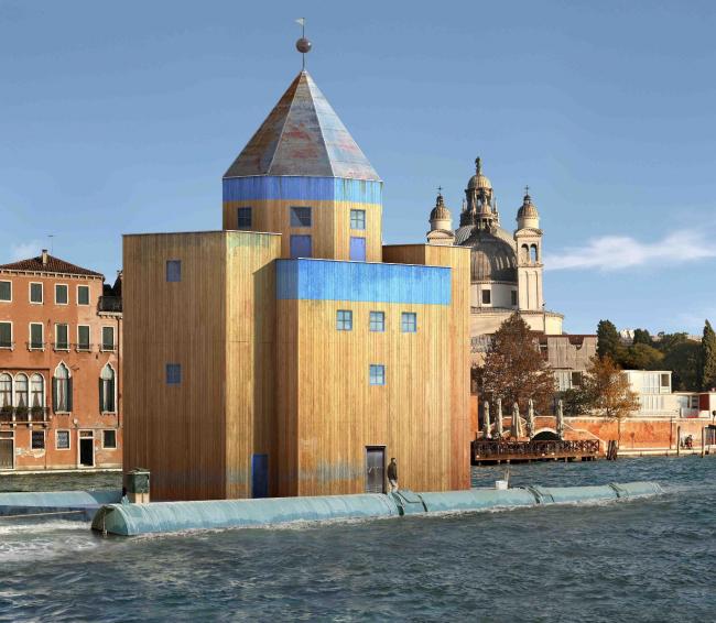 "Проект ""Il Teatro del Mondo"" архитектора Альдо Росси для  Венецианского Биеннале. 1979 г. Подробнее см.: http://www.nowhereoffice.it/a-rossi-il-teatro-del-mondo/"