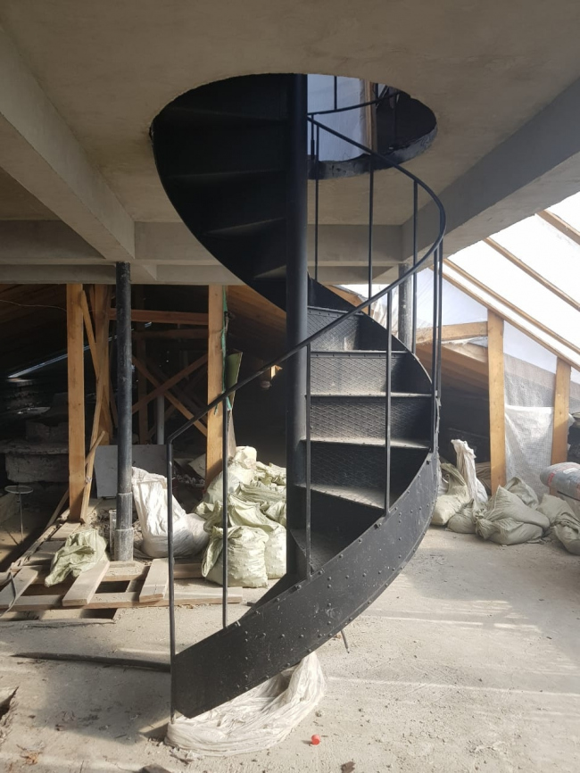 The replaced spiral staircase leading to the roof, 2018. Photo courtesy by Ginsburg Architects