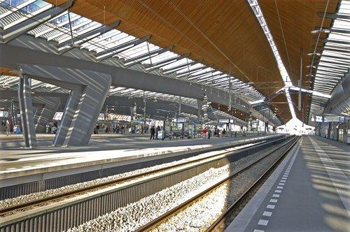Николас Гримшо. Железнодорожная станция «Бэйлмер Арена» в Амстердаме