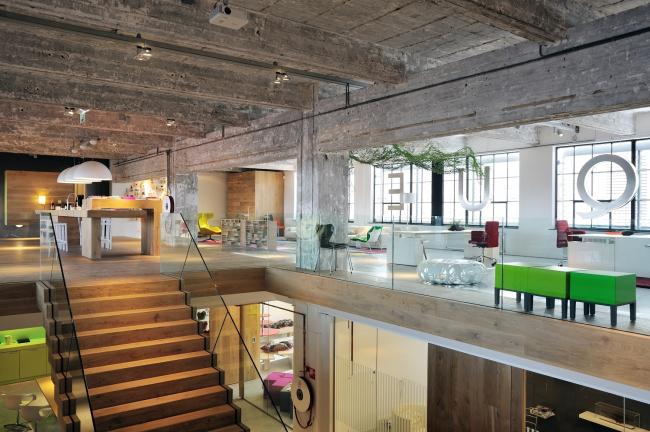 Стрейп С (Strijp S). Трансформация завода Philips в Эйндховене в жилой комплекс с дизайн-центром. Фотография © Thomas Mayer, Piet Hein Eek