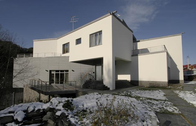 Частный жилой дом «Дом  над оврагом». Постройка, 2004 © Гинзбург Архитектс