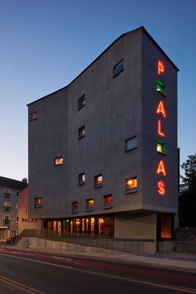 Кинотеатр Pálás. Фото © Ed Reeve