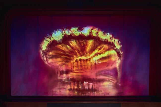 Занавес «волшебной флейты» с акварельным эскизом Сергея Кузнецова. Фотография (с) Сергей Кротов