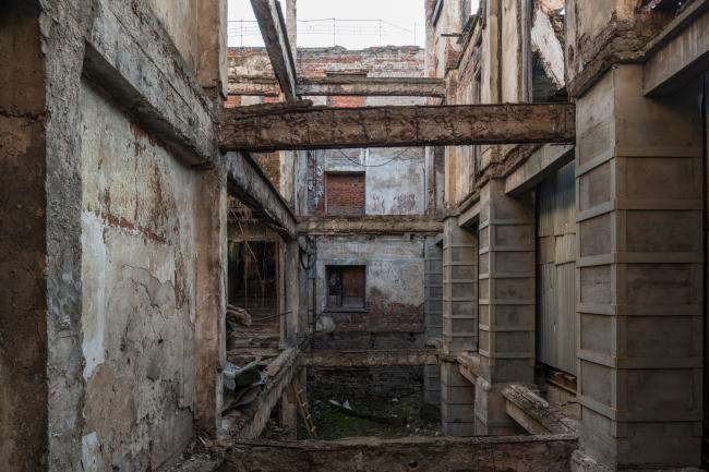 Штаб-квартира музея «Гараж» в парке Горького. Руина кинотеатра в центре здания