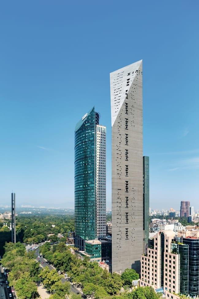 Башня Torre Reforma в Мехико. Фотография © Alfonso Merchand