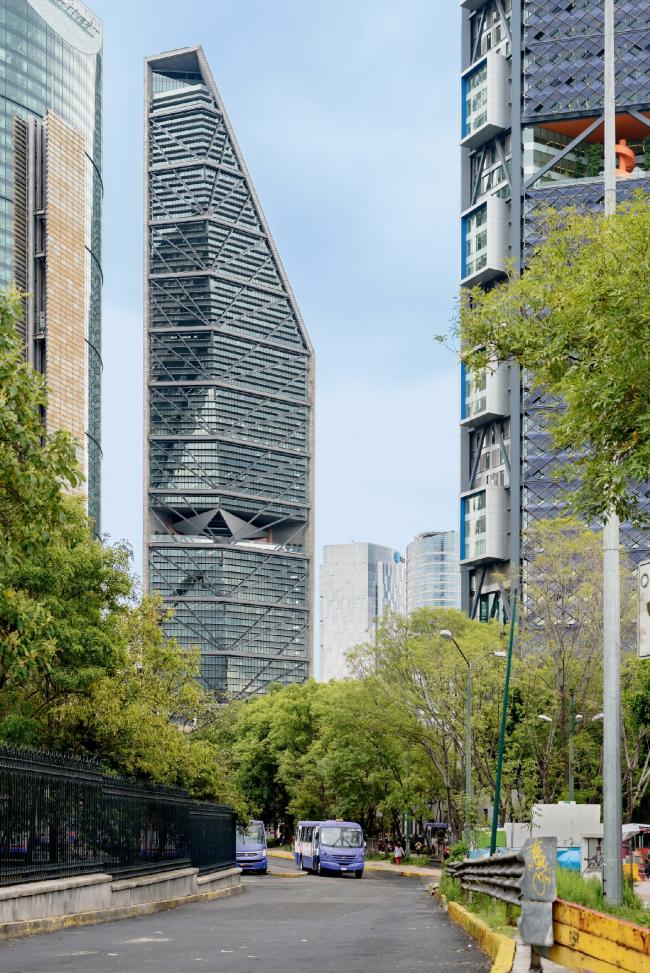 Башня Torre Reforma в Мехико. Фотография © Moritz Bernoully