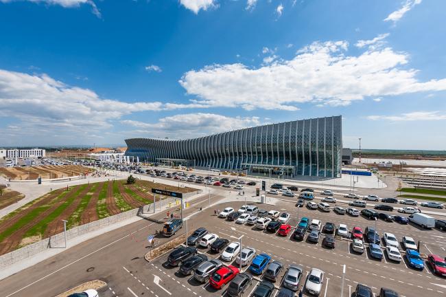 Международный аэропорт «Симферополь» ©  UNK project
