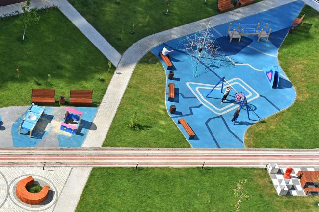 Проект благоустройства дворового пространства ЖК «Фаворит», Пенза. Детская площадка, вид сверху. Фотография © Мария Кутай, АБ «ВЕЩЬ!»