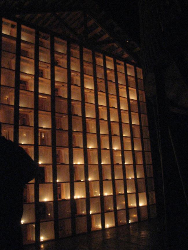 Кондодом Тотана Кузембаева ночью - светящийся. Фотография Анастасии Сыровой