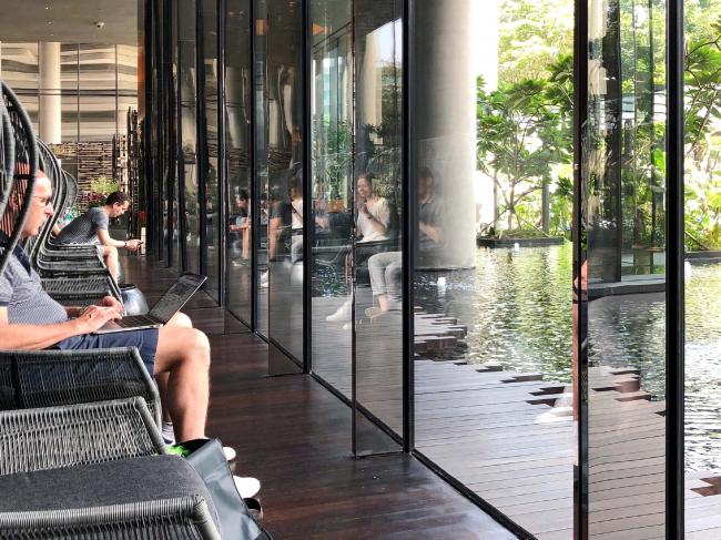 Сингапур. Лобби гостиницы – комфортное общественное пространство.© предоставлено SYNCHROTECTURE