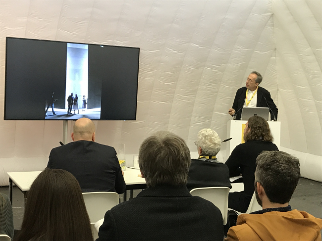 Презентация выставочного павильона. Сергей Чобан. SPEECH. WAF-2018. Комплекс RAI. Амстердам. Фотография Елены Петуховой