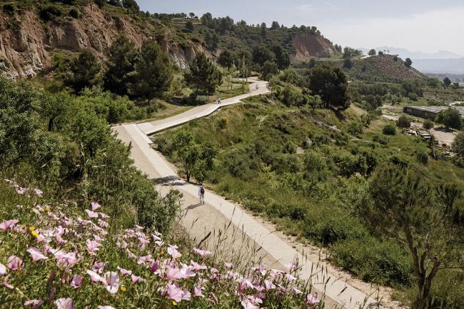 """Обладатель премии """"Landscape of the Year"""" – пешеходная тропа под Барселоной, Испания по проекту Batlle i Roig Arquitectura. Фотография предоставлена пресс-службой WAF-2018"""