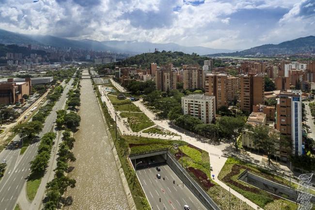 """Обладатель премии """"Future Project of the Year 2018"""" – парка """"Medellin River Parks"""" в городе Меделлин, Колумбия. Проект Sebastian Monsalve + Juan David Hoyos. Фотография предоставлена пресс-службой WAF-2018"""
