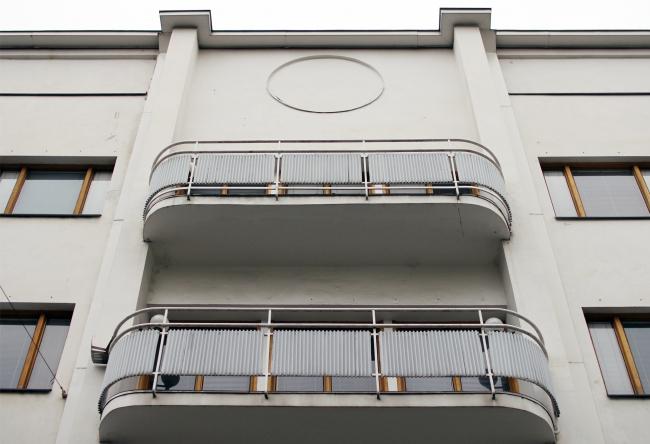 Круг над «аркой». Уличный фасад. Здание посольства Финляндии в Москве. Хилдинг Экелунд, 1935-1938. Фотография: Архи.ру
