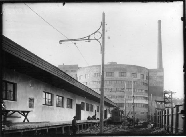 Вид здания завода с стороны цеха мелкоштучной продукции. 1933 г. ЦГА КФФД. Гр 62263 © Евгений Герасимов и партнеры