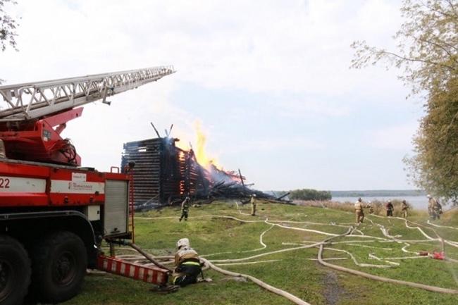 Успенская церковь в Кондопоге: пожарные приехали слишком поздно. Фотография: Хранители наследия