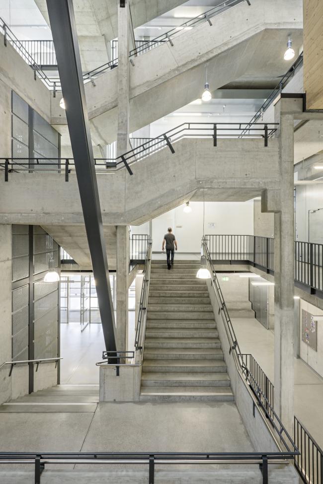 Корпус лабораторий и мастерских Центра ПТУ Грац-Санкт-Петер. Фото © Hertha Hurnaus