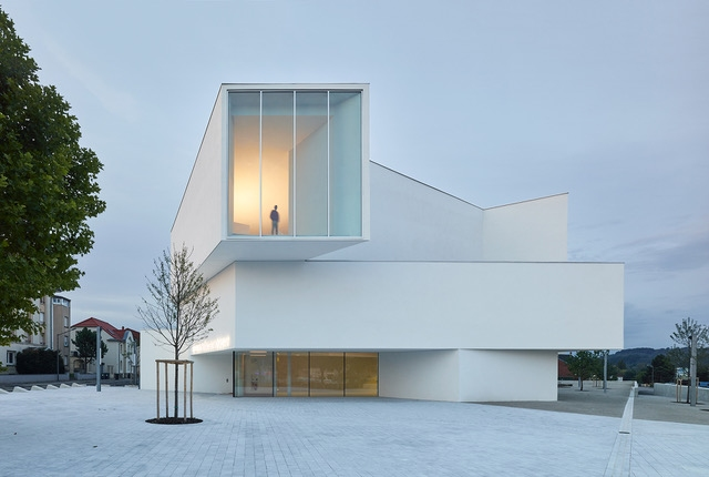 Театр имени Теодора Гуви в Фремен-Мерлебак, Франция. Проект Dominique Coulon et associés. Фотография © Eugeni Pons