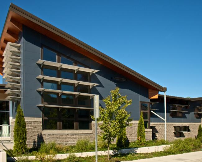 Общественный центр High Point Neighborhood Center. Японские фасадные панели KMEW. Изображение предоставлено компанией «КМ-Технология»