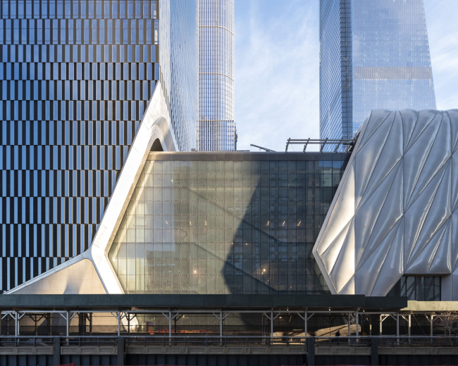 Башня 15 Hudson Yards и культурный центр The Shed у ее подножия. Фото: Timothy Schenck для Related-Oxford