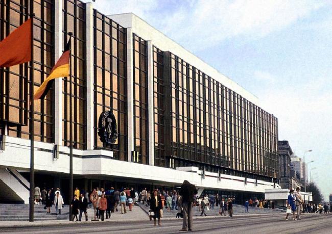 Дворец Республики. 1980-е годы. Фото: Lutz Schramm via Wikimedia Commons. Лицензия CC-BY-SA-2.0