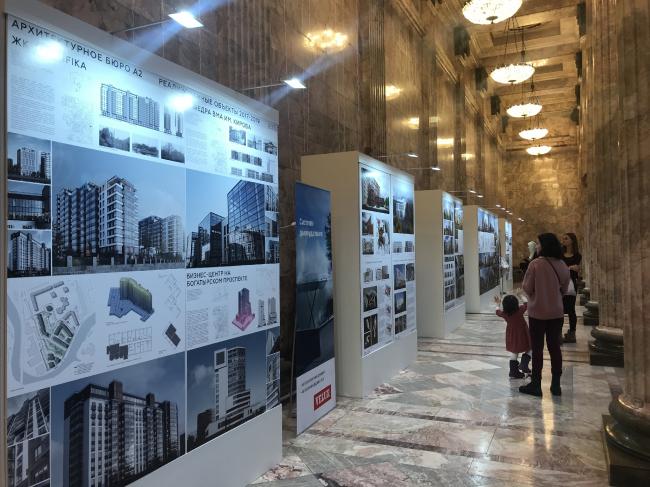 Выставка приглашенных участников Биеннале на антресолях Мраморного зала Этнографического музея