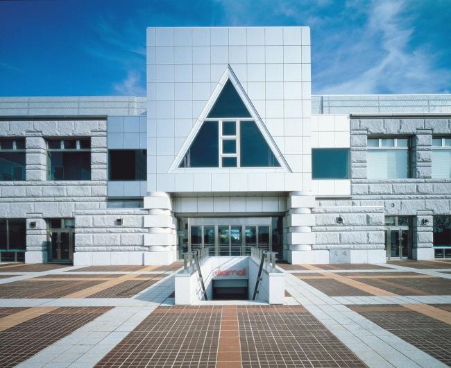 Комплекс «Цукуба-центр» в Цукубе (префектура Ибараки). 1983