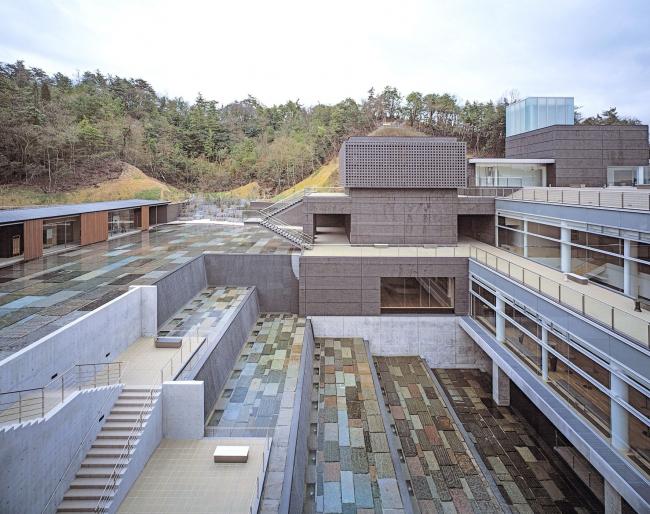Музей керамики в городе Мино (префектура Гифу). 2002