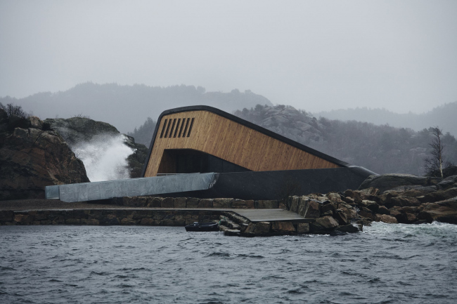 Подводный ресторан Under