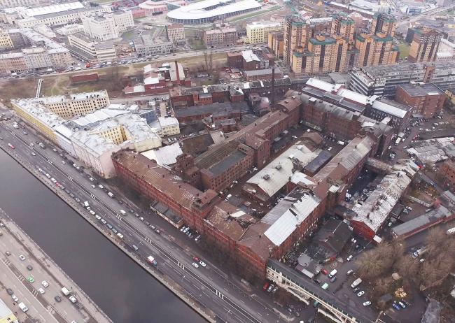 Вид с Обводного канала на корпуса завода «Красный треугольник»