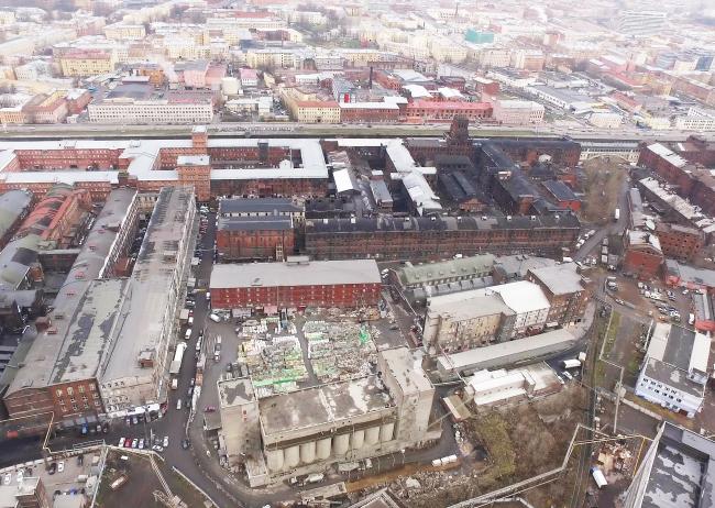 Вид на здание цементного завода и корпуса завода «Красный треугольник»