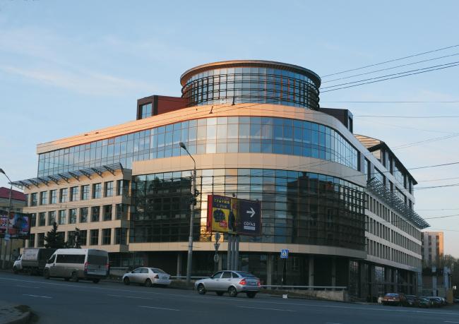Общественно-деловой комплекс в ЦАО города Омска. Главный вид с перекрестка