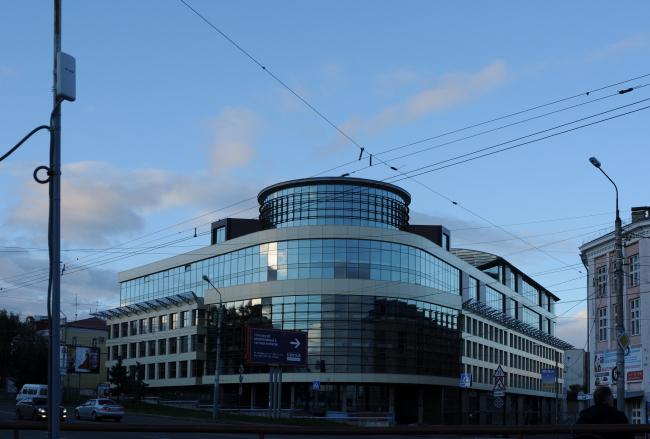 Общественно-деловой комплекс в ЦАО города Омска. Главный вид здания