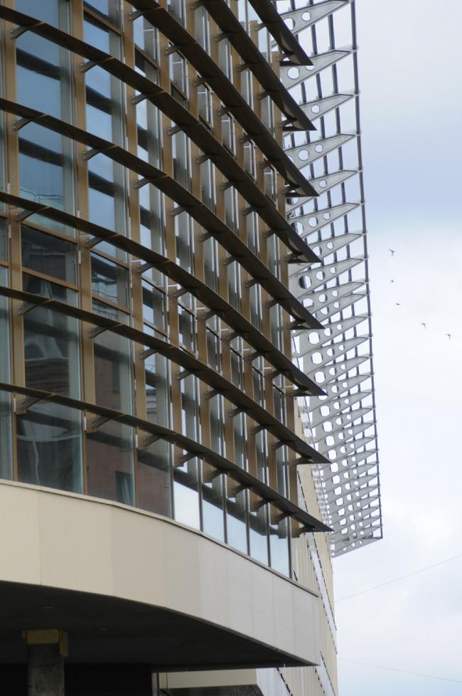 Общественно-деловой комплекс в ЦАО города Омска. Фрагмент центральной части витража