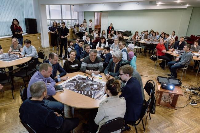 Проектный семинар с жителями Елабуге в рамках работы над проектом «Новый путь к старой Елабуге: реновация площади Ленина». 2018