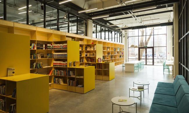 Интерьер библиотеки. Творческий индустриальный кластер «Октава»