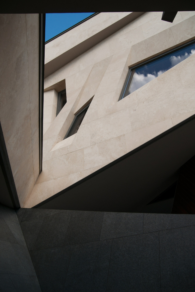 Дом «Пружина»: окна библиотеки