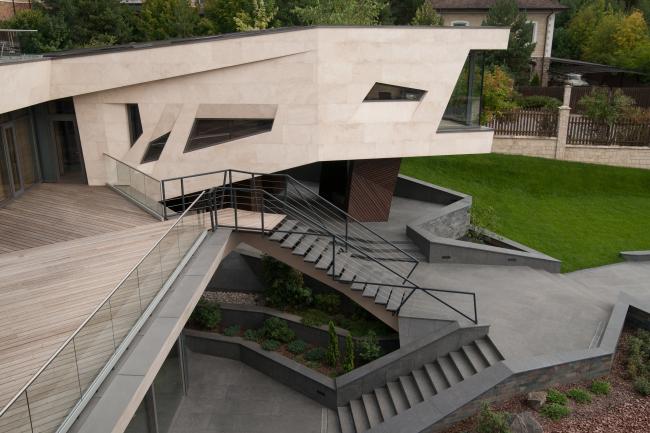 Дом «Пружина»: вид на библиотеку с террасы третьего этажа