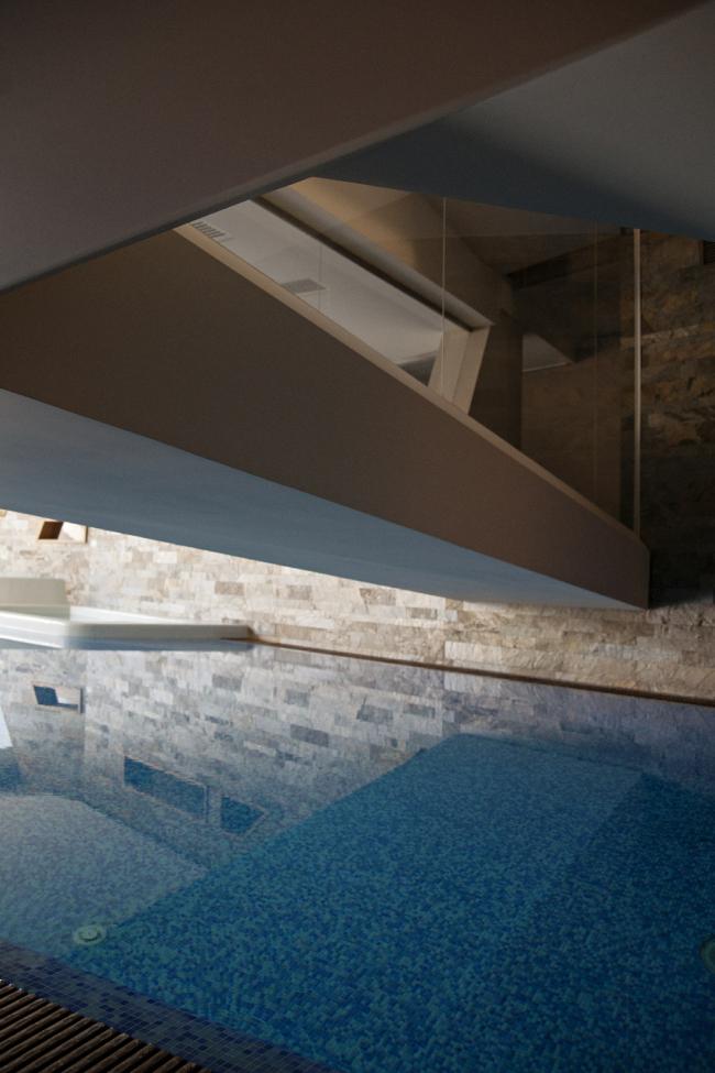 Дом «Пружина»: мост над бассейном, вид снизу