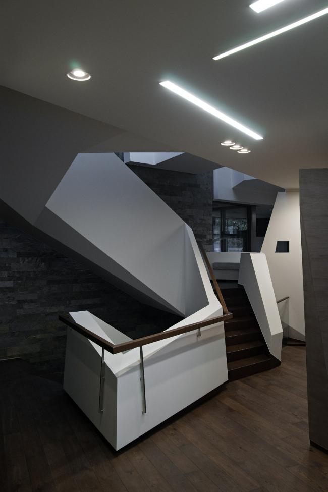 Дом «Пружина»: лестница. Второй этаж