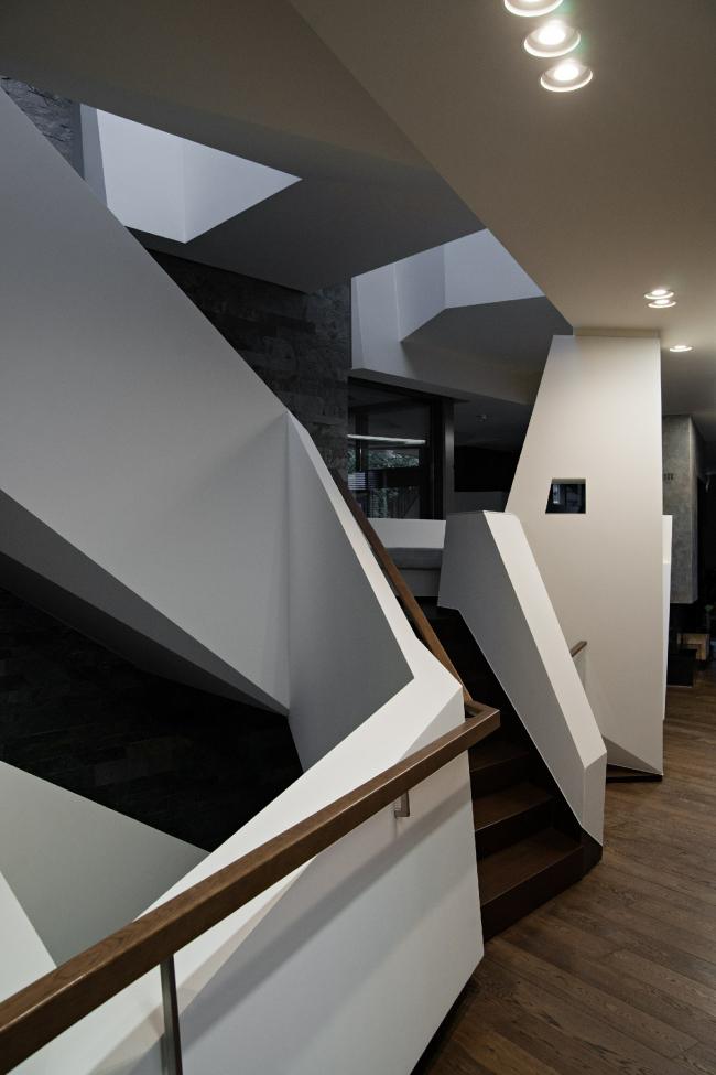 Дом «Пружина»: лестница и площадка-пауза