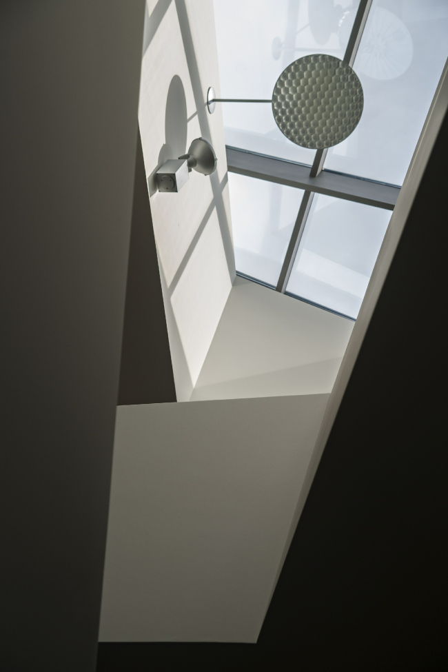Дом «Пружина»: фонарь над лестницей