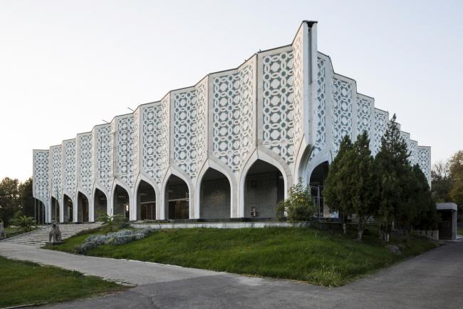 Выставочный зал Союза художников Узбекистана в Ташкенте. 1974. Архитекторы Р. Хайрутдинов, Ф. Турсунов