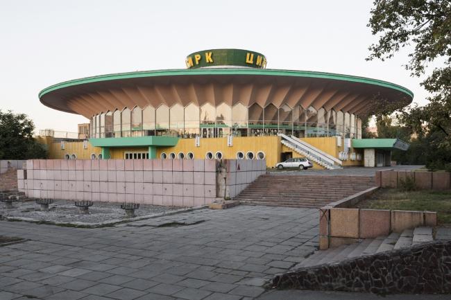 Цирк в Бишкеке. 1976. Архитекторы Л. Сегал, В. Шадрин, Д. Леонтьев, В. Миронович, А. Нежурин