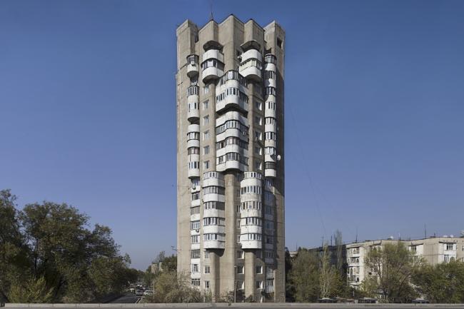 Жилой дом в Бишкеке. 1985. Архитекторы Б. Лебедев, И. Комбарбаев, А. Нежурин, Н. Байбеков