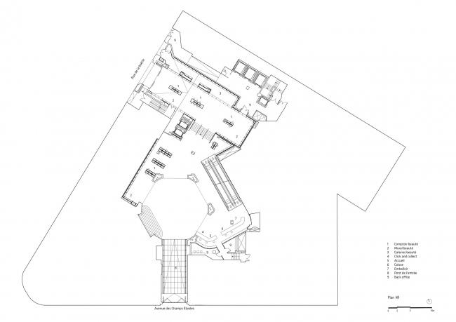 Центральный универмаг Galeries Lafayette на Елисейских полях